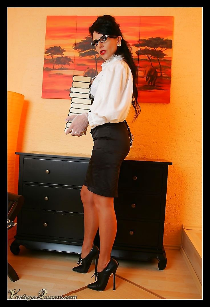 Office lady in sexy vintage outfit - part 1041