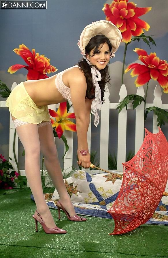 Latina sunny leone in white stockings posing with umbrella - part 1063