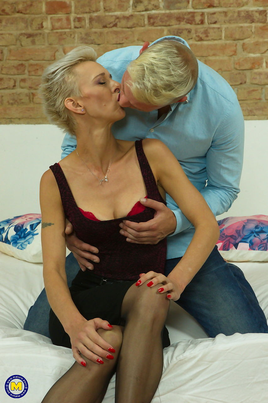 Tall cougar Espoir greets her toy boy with a kiss to commence foreplay