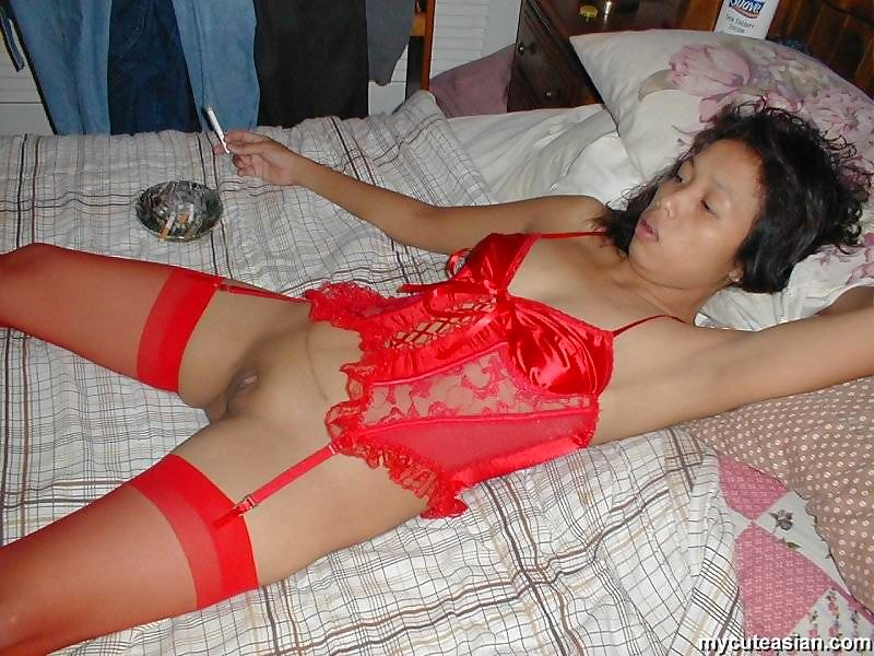 Petite Asian wife dildos her trimmed pussy during a live sex show