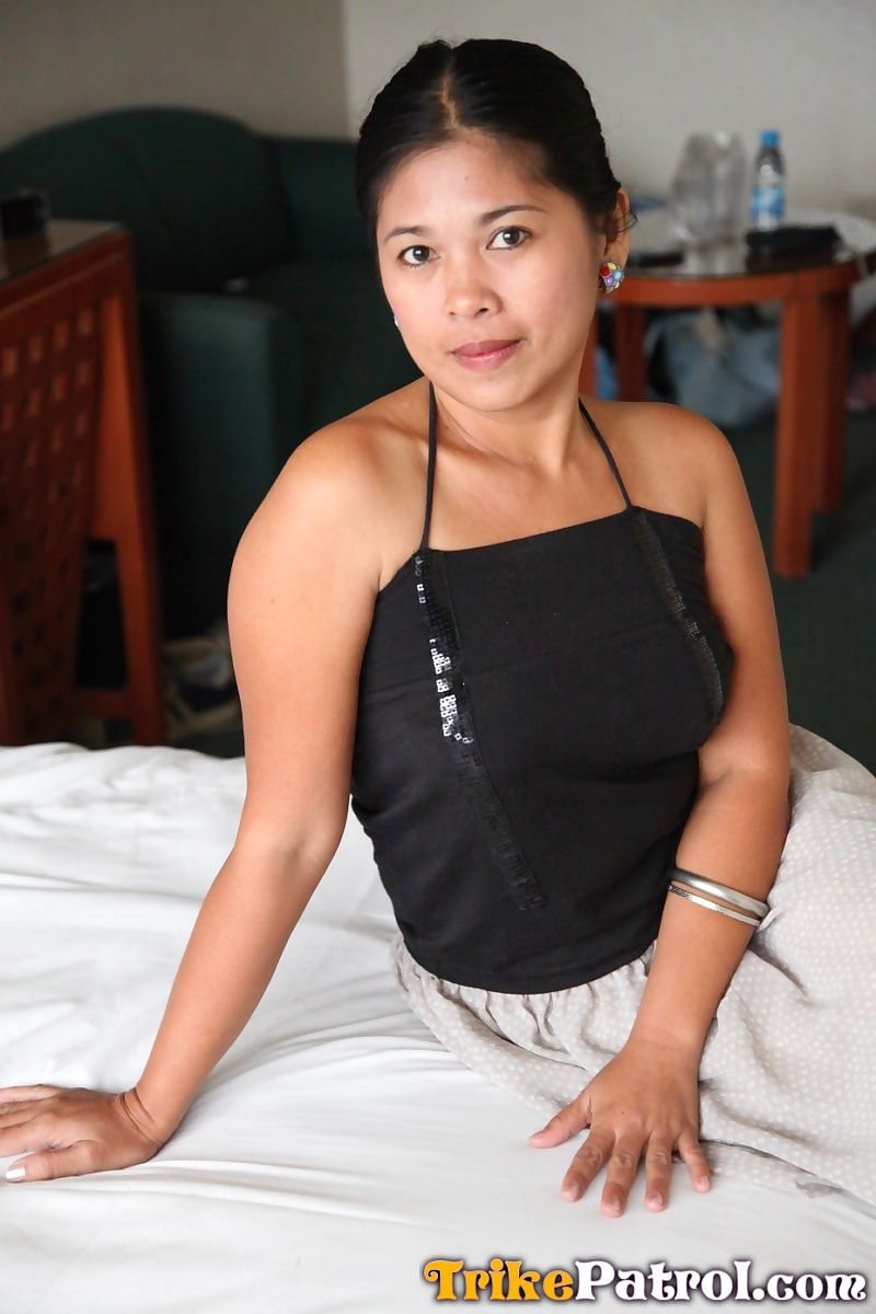 Asian ladies Che and Charm pose in motel for a sex tourist