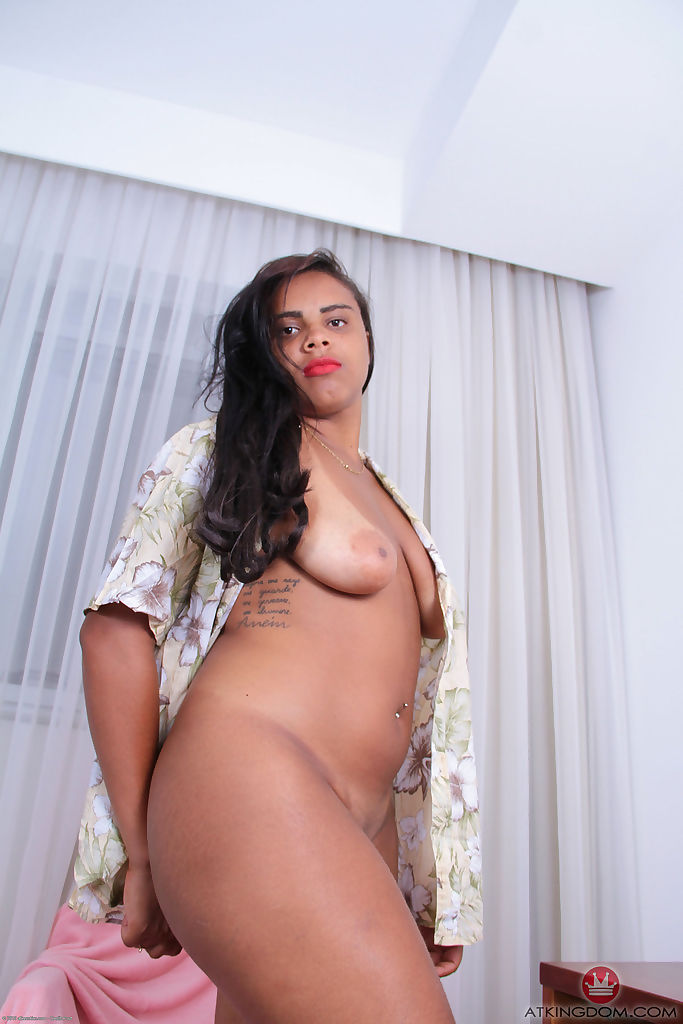 Chunky black amateur Taiane flaunts her saggy boobs and her big butt