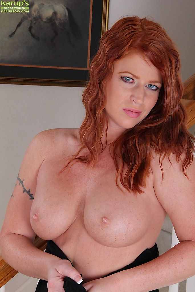 Natural redhead Sara Orlando strips to her high heels on hallway carpet