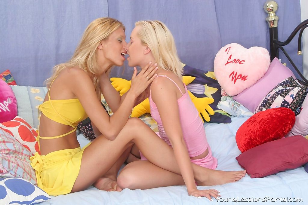 Teen lesbians with blonde hair break out dildos while pleasuring each other
