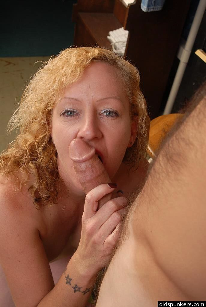 Aged blonde mom Heidi is strip naked for sex and facial cumshot