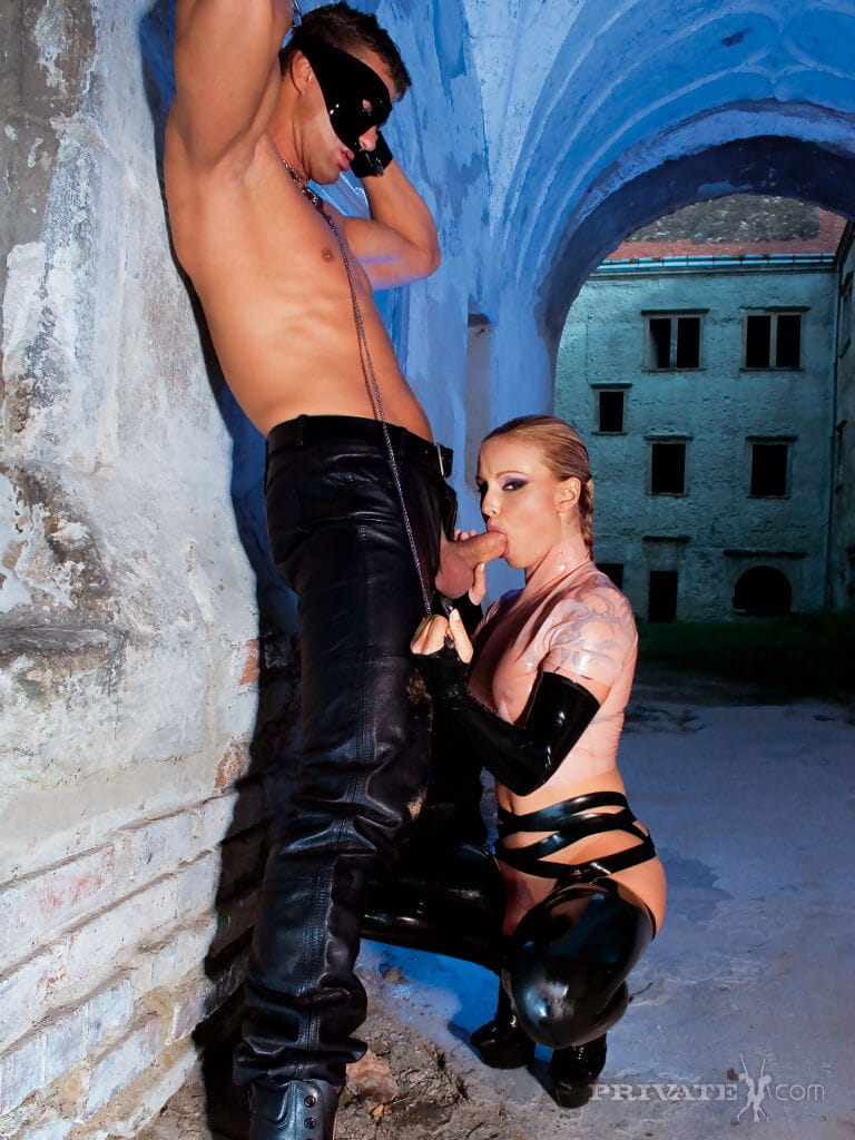 Latex clad Liliane Tiger indulges her fetish for double penetration & hot cum
