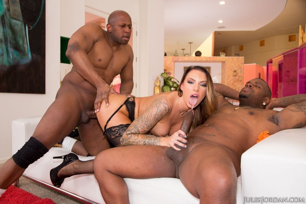 Top Latina pornstar Juelz Ventura gets double fucked by two black guys