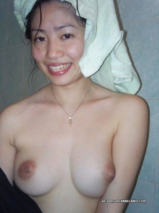 Compilation of a singaporean babe posing in the shower - part 1247