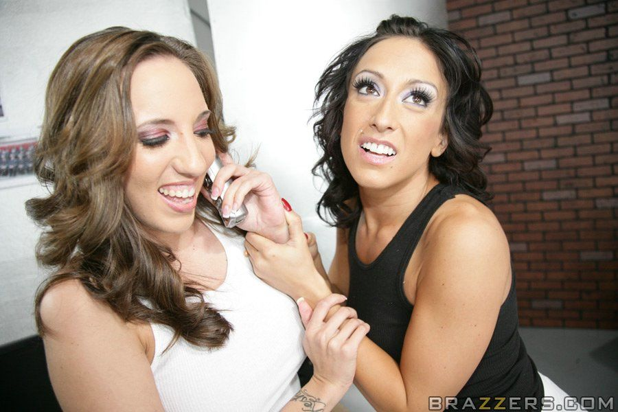 Busty babes Ricki White and Kelly Divine into slutty hot groupsex