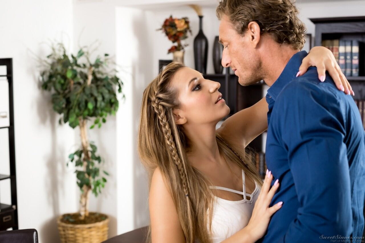 Blonde girl Moka Mora seduces her fathers best friend in his office