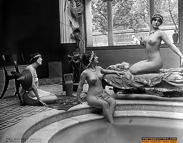 Nackt vintage frauen Vintage nude,